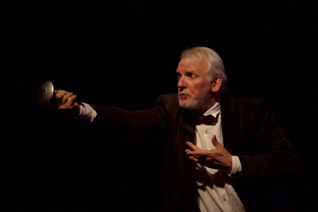 François Rostain, Maître d'armes anime des ateliers pour les professionnels en séminaires à Royaumont.
